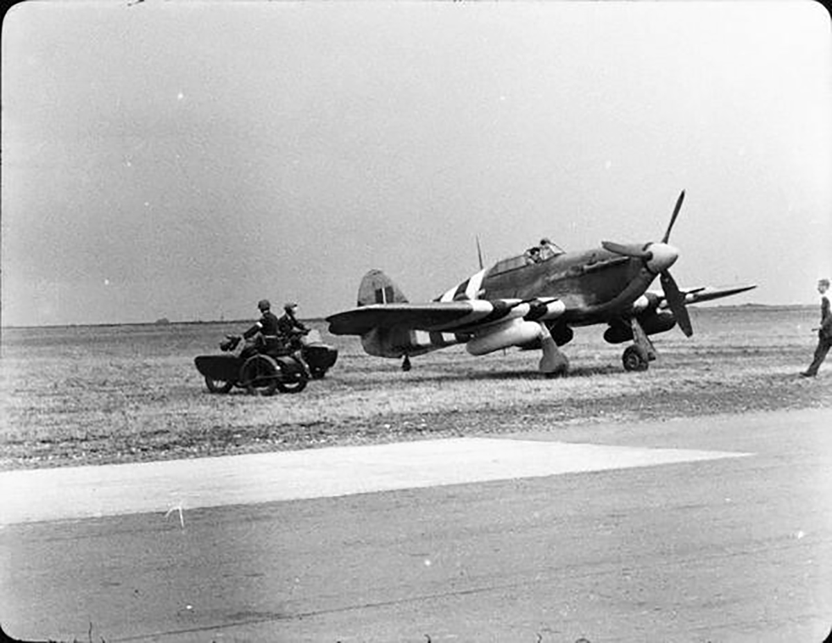 Hurricane IIc RAF 1697ADLS courier aircraft used during D day 01