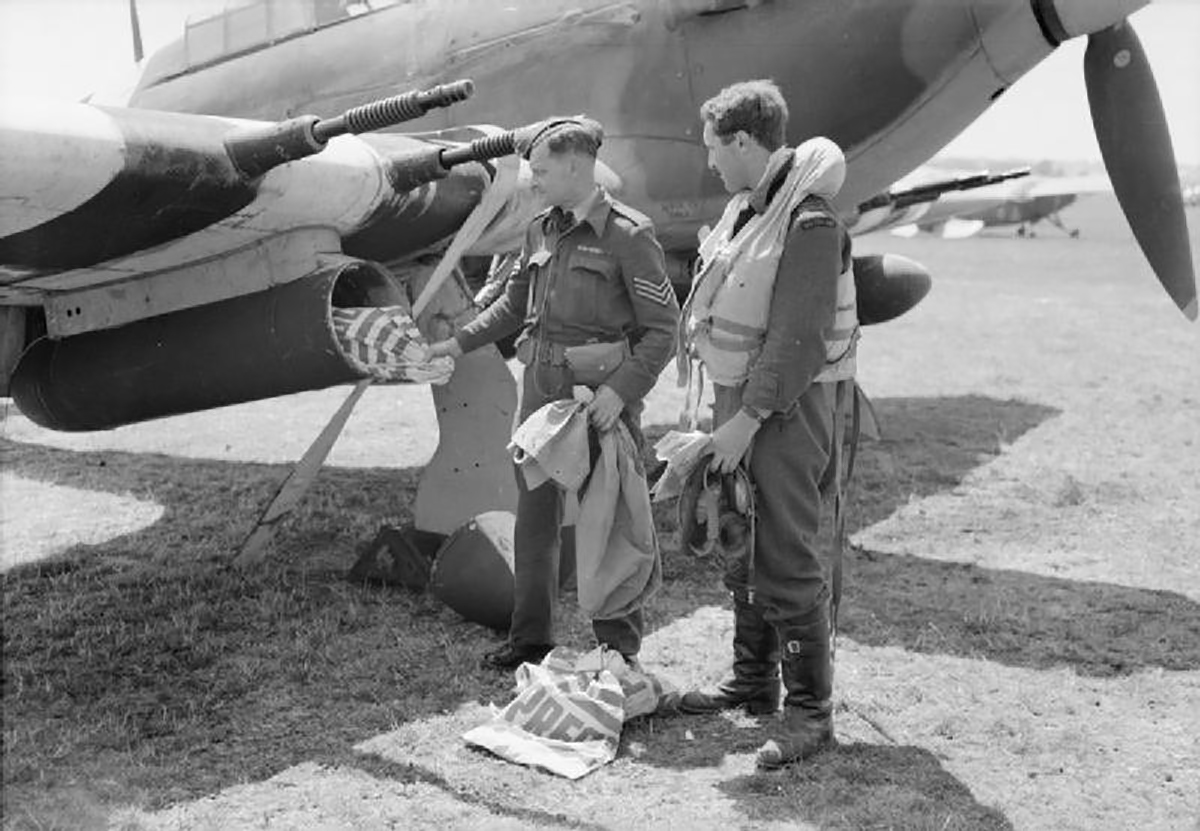 Hurricane IIc RAF 1697ADLS courier aircraft used during D day 02