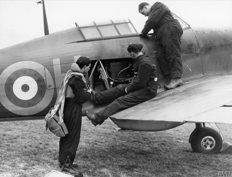 Hurricane RAF pilot and ground staff inspect the oxygen supply Oct 1940 IWM HU104479