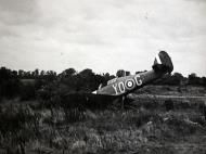 Asisbiz Hurricane I RCAF 401Sqn YOG P3757 landing mishap 01