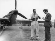 Asisbiz RAF intelligence officer debriefing a pilot 17 Oct 1940 IWM HU104480