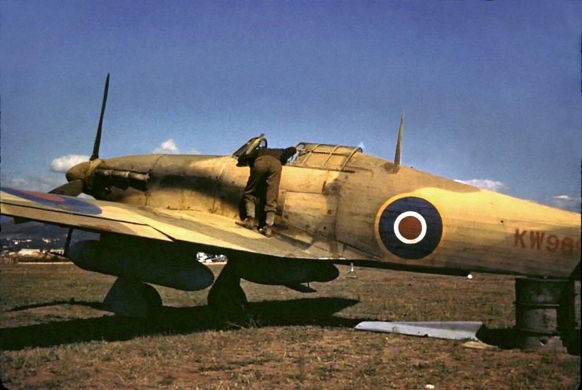 Hawker Hurricane IIc Trop RAF KW989 or KW969 North Africa 01
