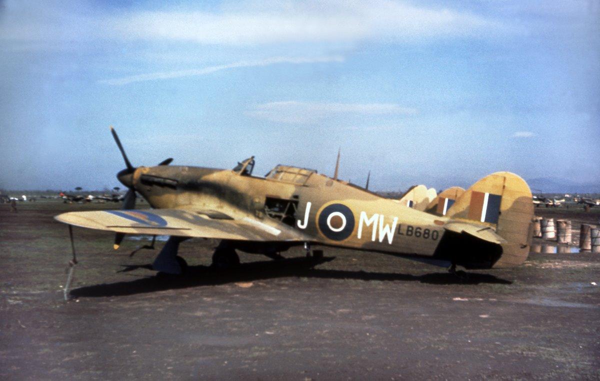 Hawker Hurricane IIc Trop RAF MWJ LB680 North Africa 01