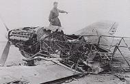 Asisbiz Luftwaffe JG27 pilot Albert Espenlaub exams a downed Hurricane North Africa 01