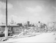Asisbiz Repair work being carried out in no3 dockyard Grand Harbour Malta 19 24 Aug 1942 IWM A11499