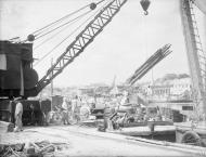Asisbiz Unloading timber from lighters in the dockyard Grand Harbour Malta 19 24 Aug 1942 IWM A11494
