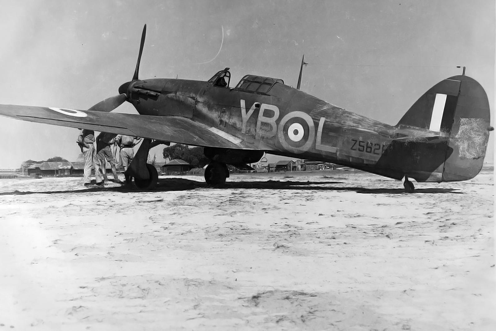 Hawker Hurricane I RAF 17Sqn YBL Z5826 01