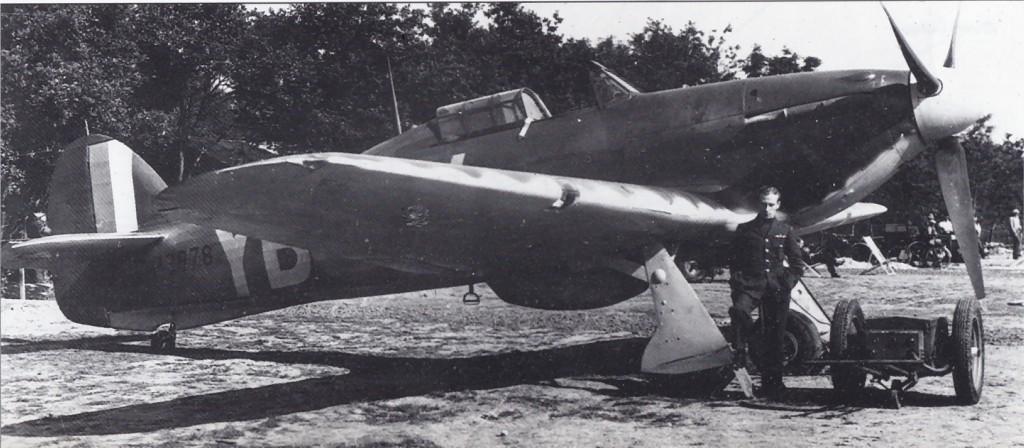 Hawker Hurricane I RAF 17Sqn YBW Bird Wilson P3978 Debdeb England July 1940 01