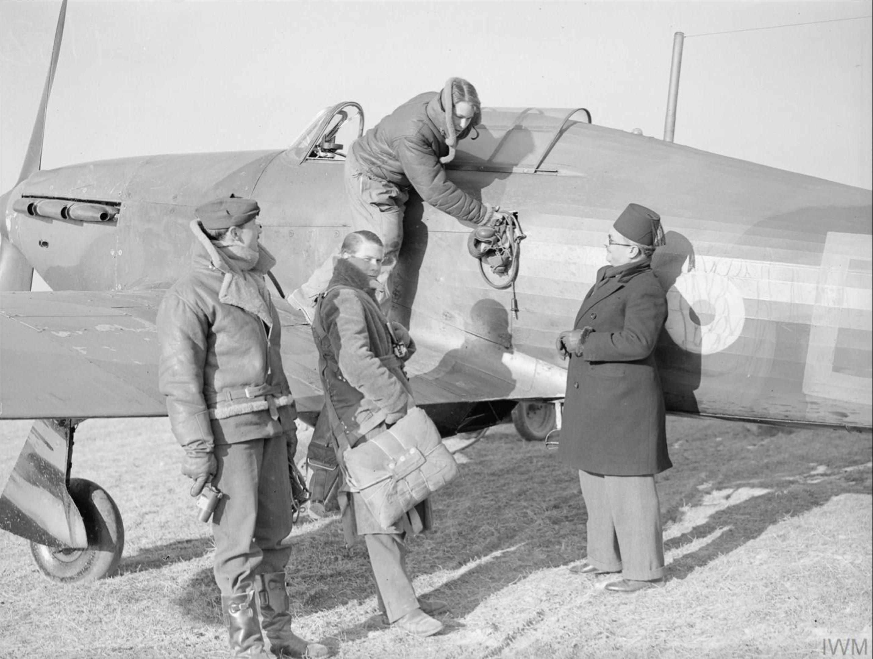 Aircrew RAF 1Sqn at Vassincourt Jan 1940 IWM C505