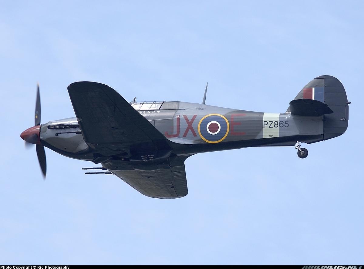 Airworthy Warbird Hawker Hurricane IIc RAF 1Sqn JXE PZ865 03