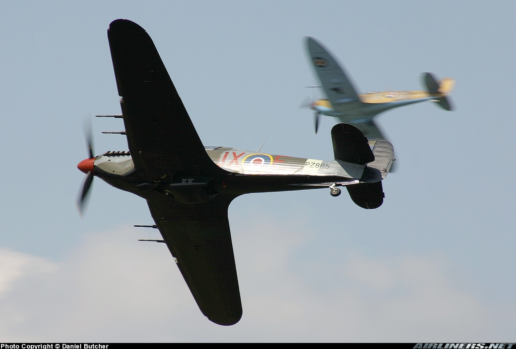Airworthy Warbird Hawker Hurricane IIc RAF 1Sqn JXE PZ865 04