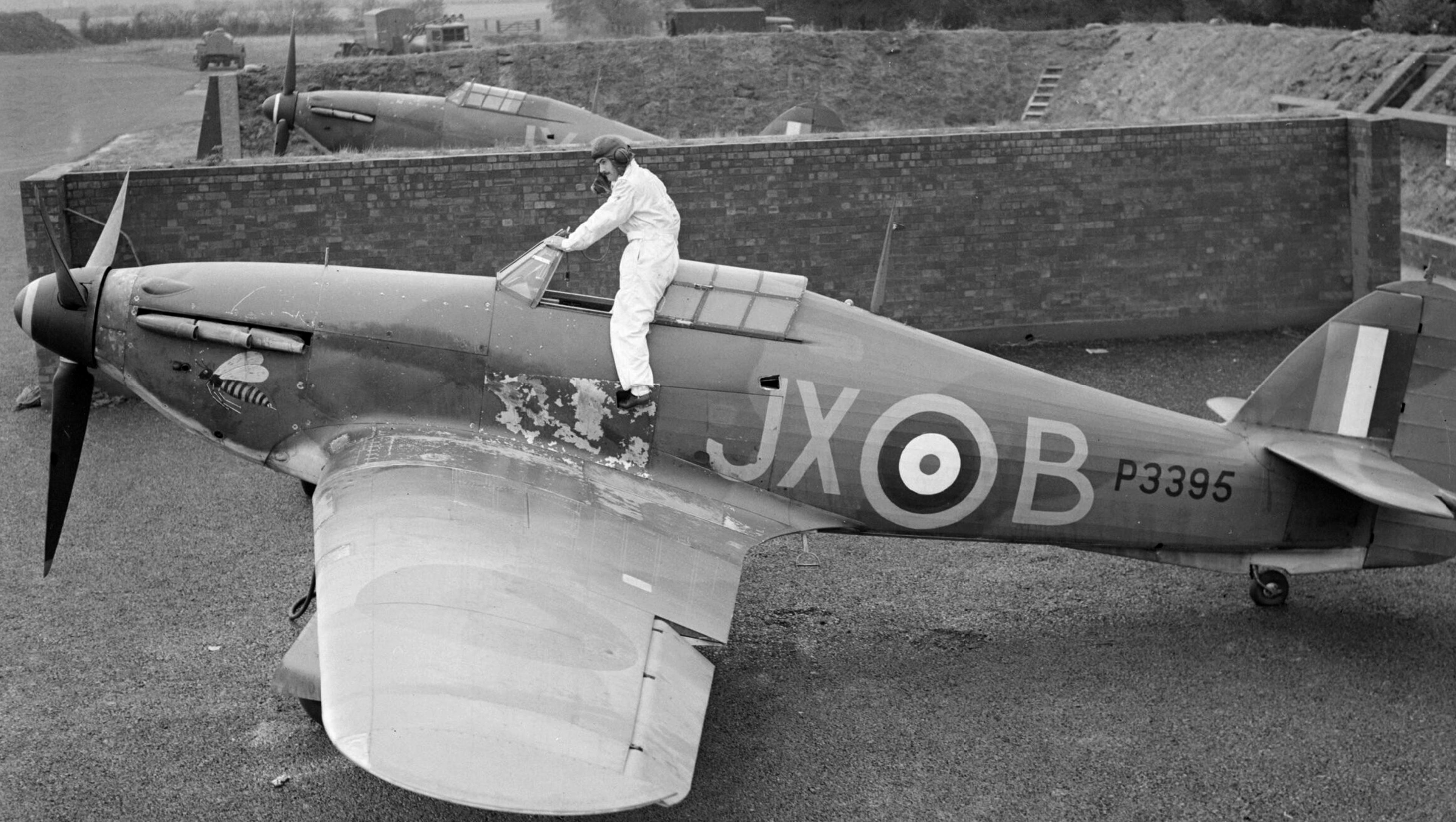 Hawker Hurricane I RAF 1Sqn JXB Arthur V Clowes P3395 England 1940 IWM CH17331a