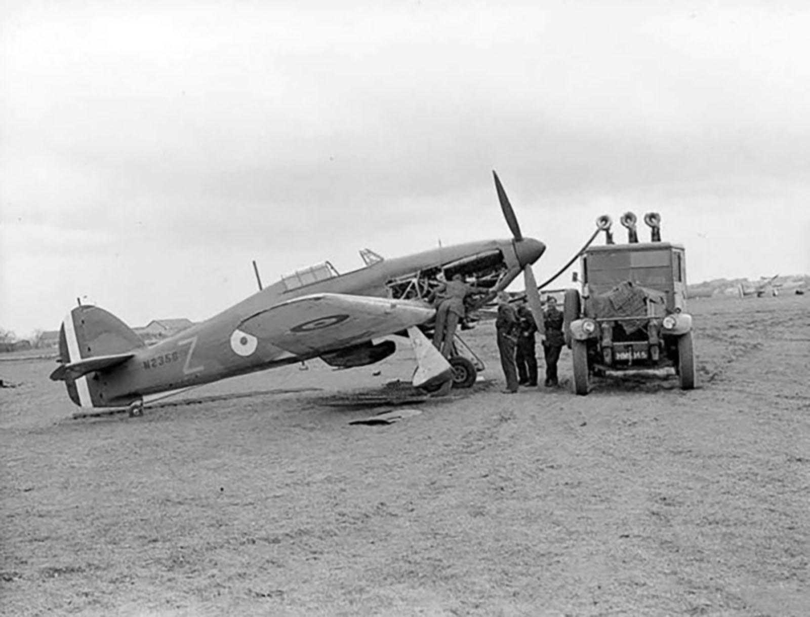 Hawker Hurricane I RAF 1Sqn Z N2358 engine check Vassincourt France 1940 01