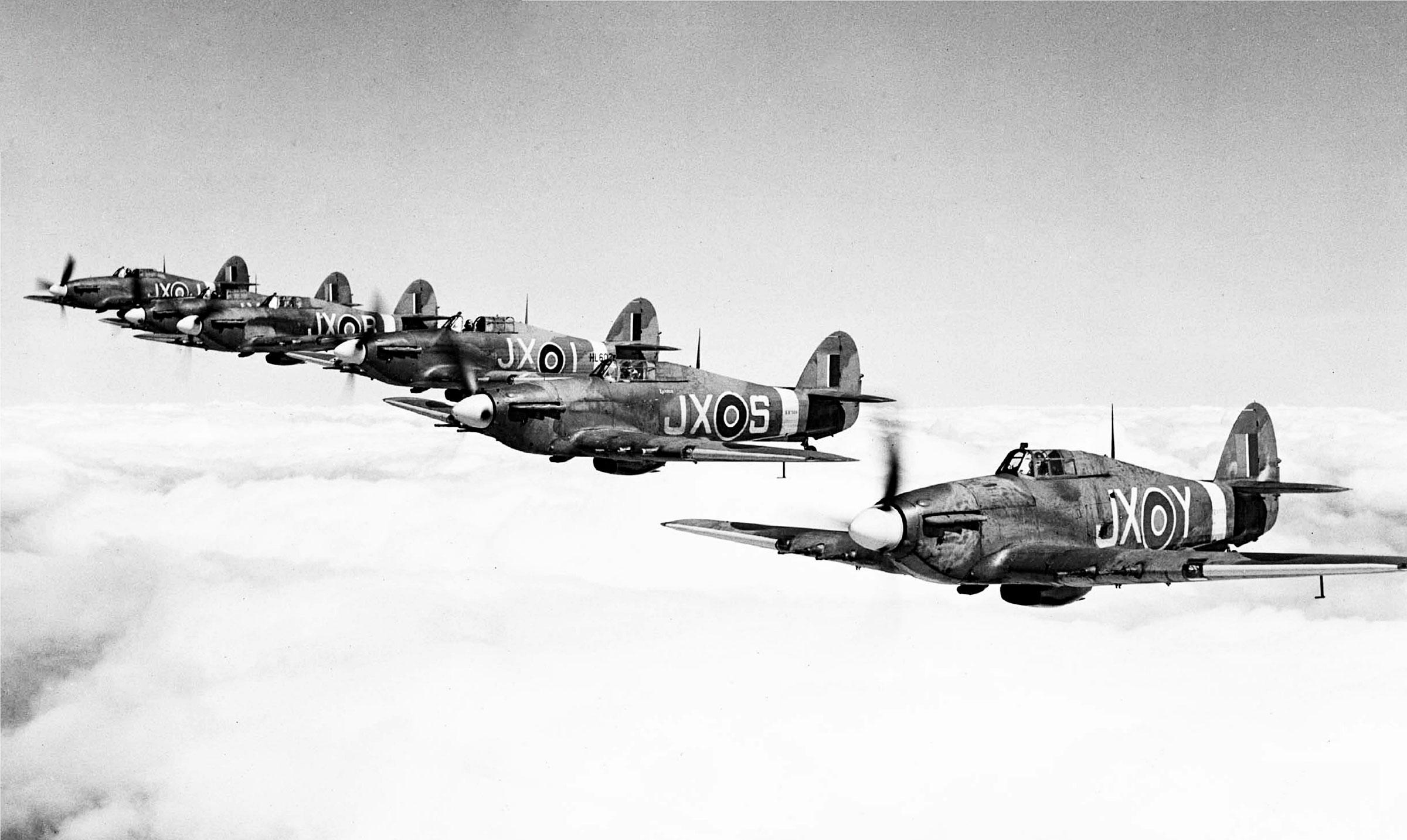 Hawker Hurricane II RAF 1 Squadron in formation 02