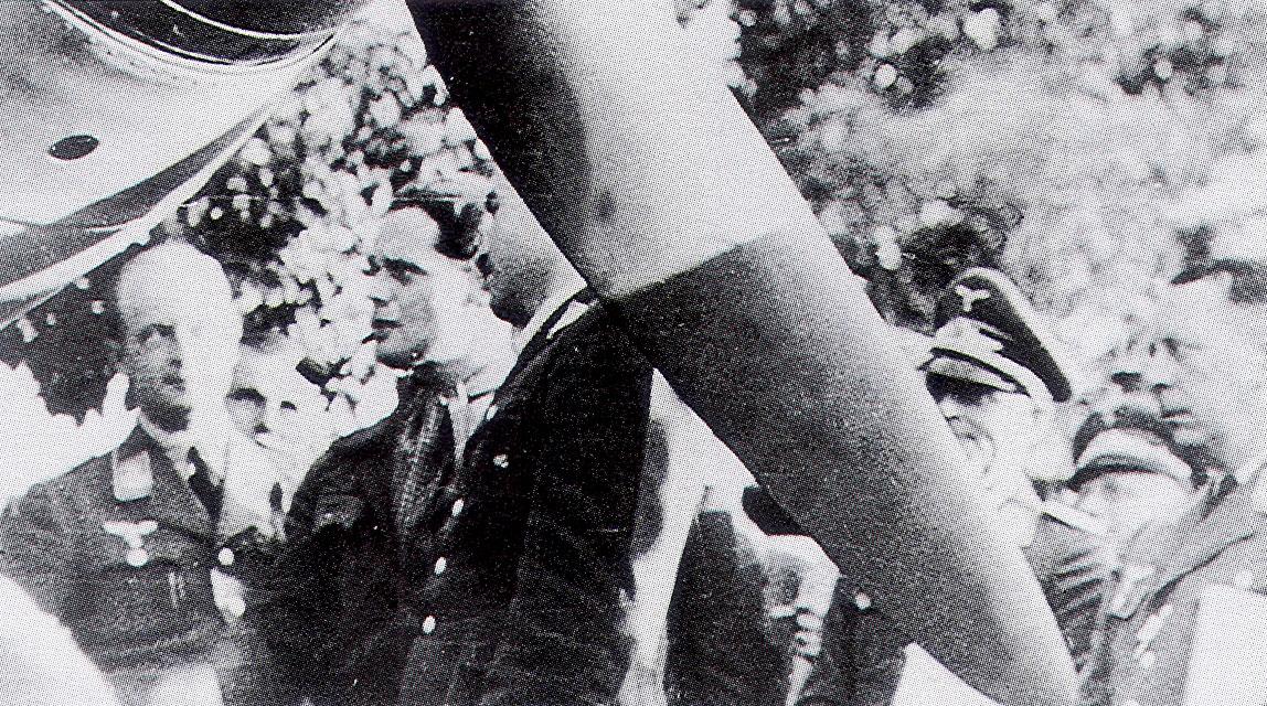 Airmen RAF Pilots Douglas Bader with Adolf Galland Aug 9 1941 01