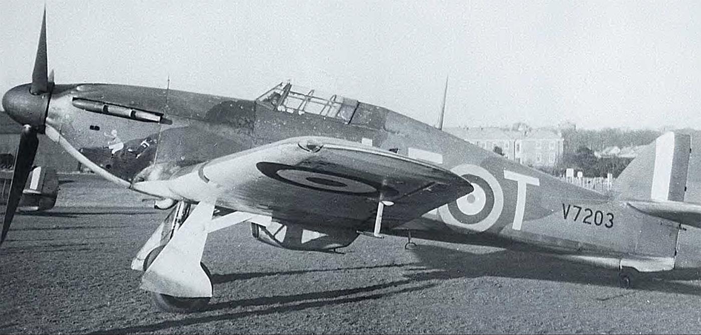 Hawker Hurricane I RAF 242Sqn LET SubLt J Gardner V7203 England July 1940 01
