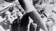 Asisbiz Airmen RAF Pilots Douglas Bader with Adolf Galland Aug 9 1941 01
