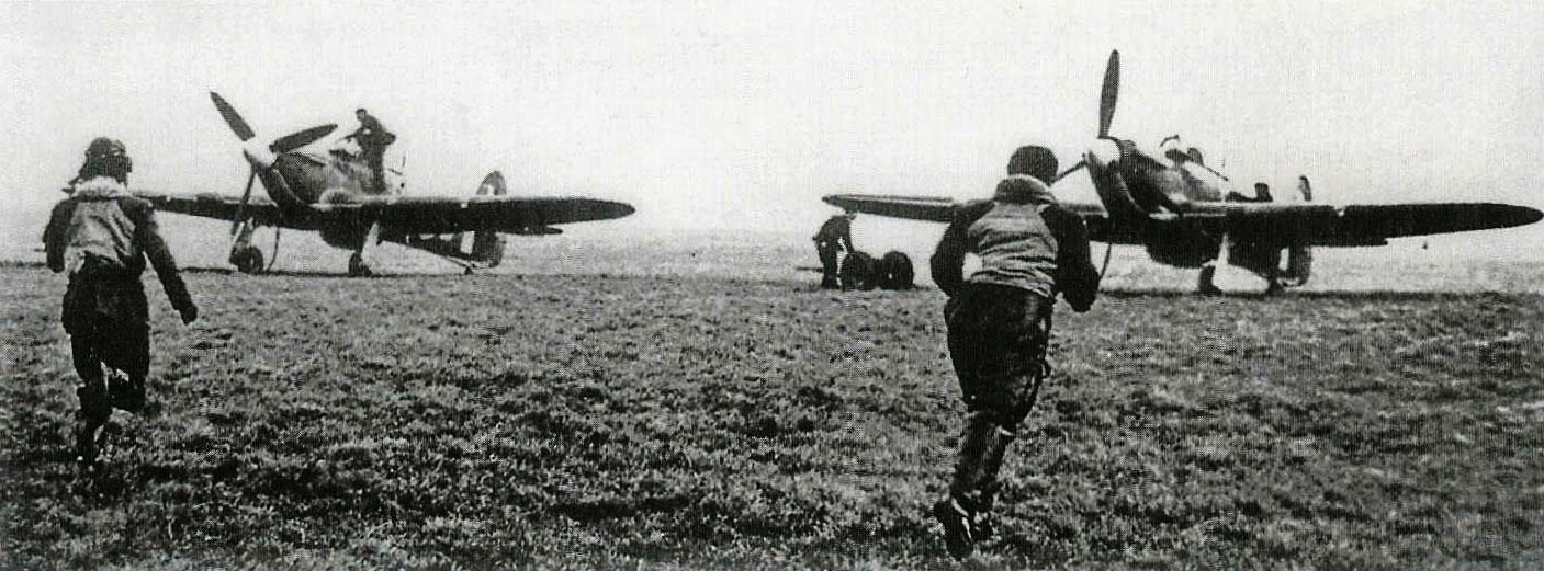 Aircrew RAF 303Sqn (Polish) pilot Kosciusko Squadron during a scramble 1940 01