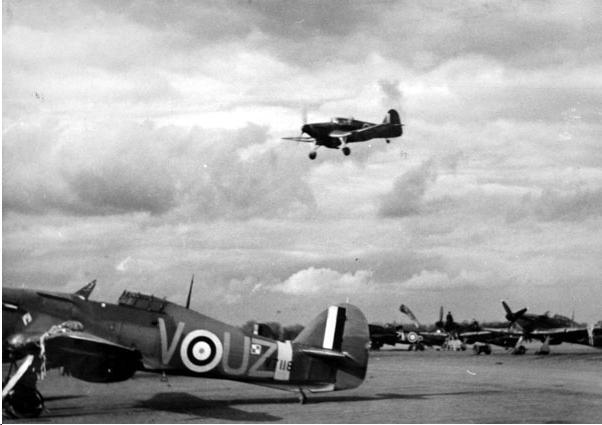 Hawker Hurricane I RAF 306Sqn UZV V7118 Ternhill England 1941 01