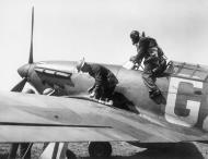 Asisbiz Hurricane I RAF 32Sqn GZ being refueled at RAF Hawkinge 1940 IWM HU54513