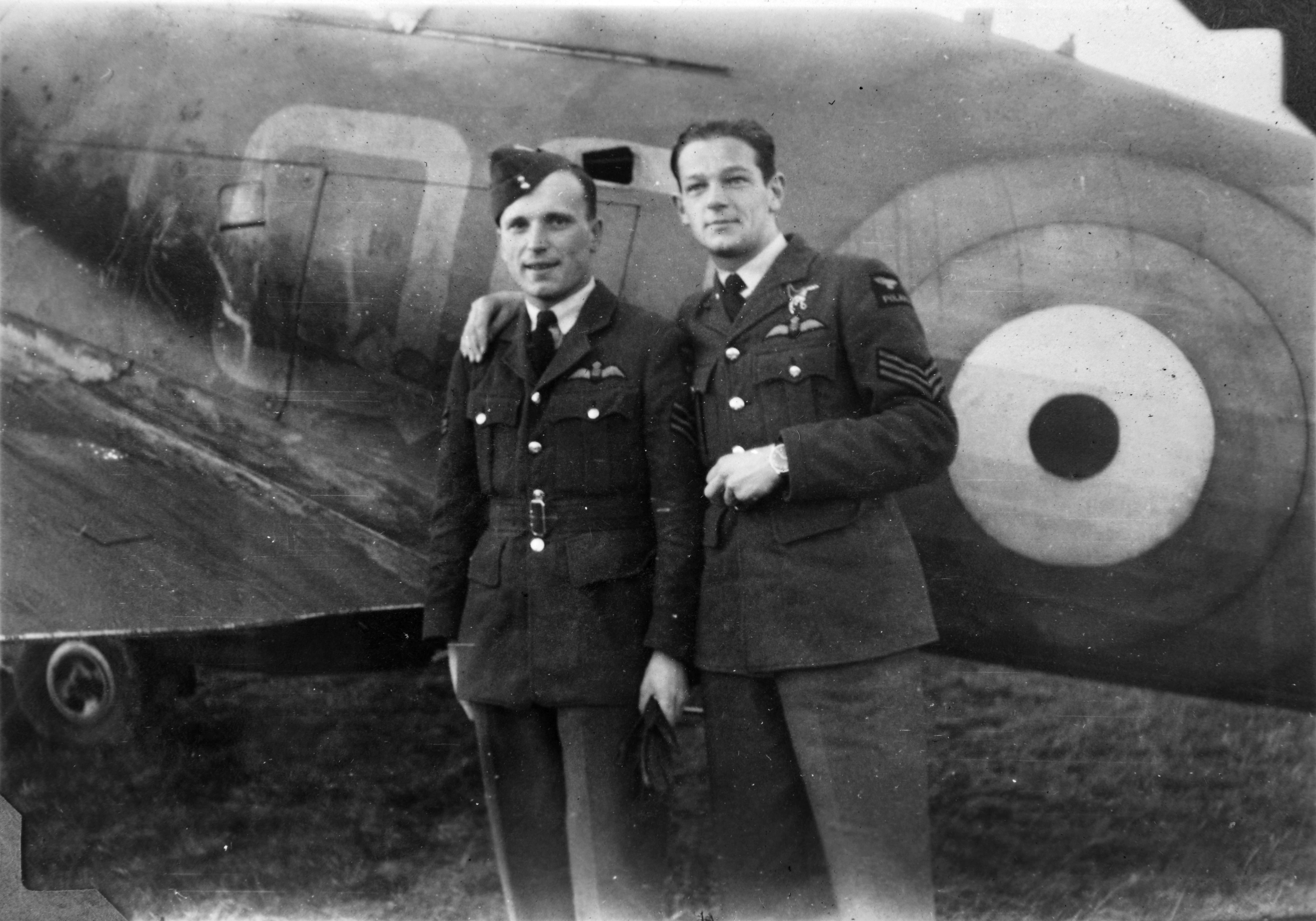 Aircrew RAF 3Sqn Sgt Jozef Biel (L) and Sgt Pawel Piotr Gallus (R) with a Hurricane at Castletown 01