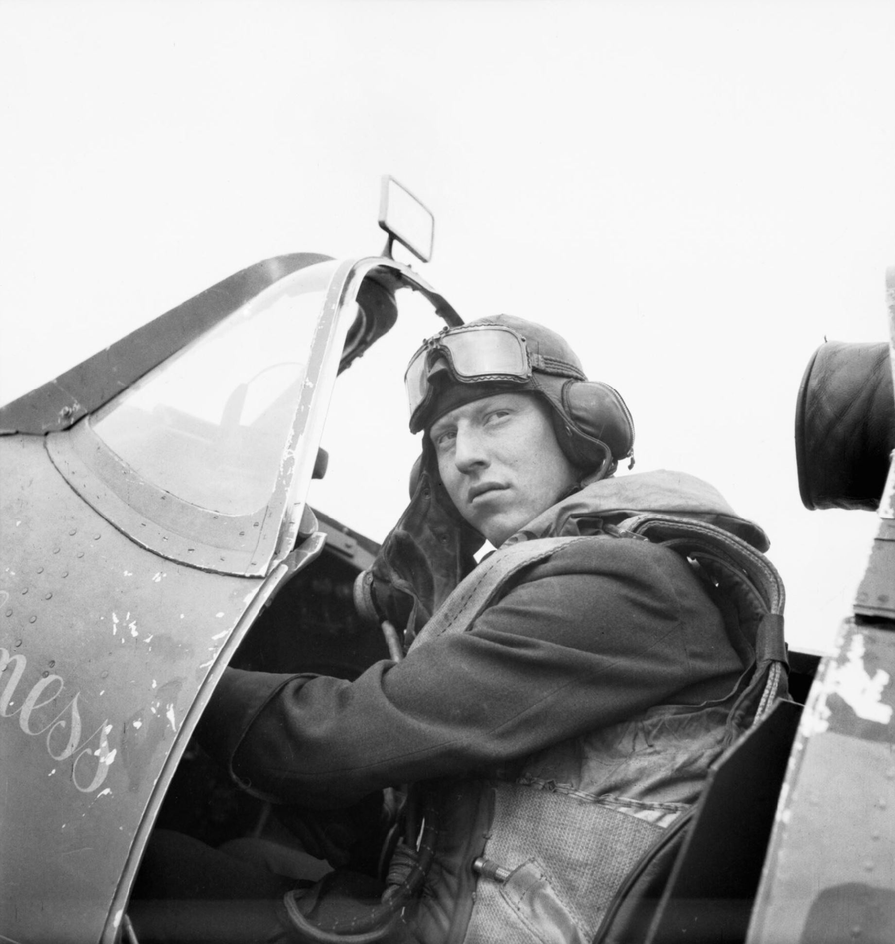 Spitfire I RAF 501Sqn Ginger Lacey at Colerne Wiltshire 1940 IWM CH2793
