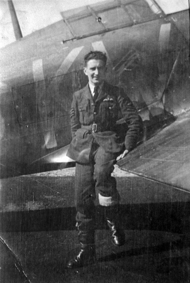Aircrew RAF Eric Carter before he transfered to RAF 151Wing 81Sqn FA48 Z5208 Vayenga Sep 1941