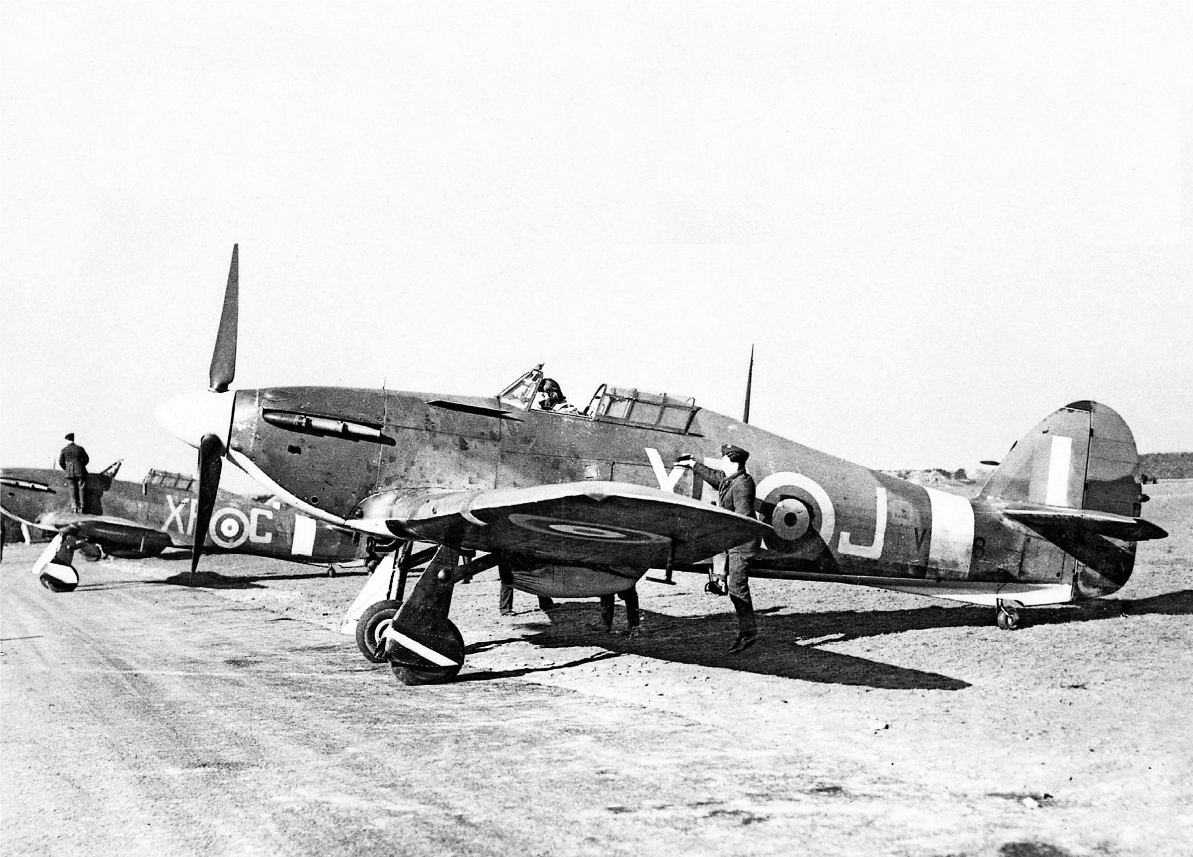 Hawker Hurricane I RAF 71Sqn XRJ V7608 England 1941 02