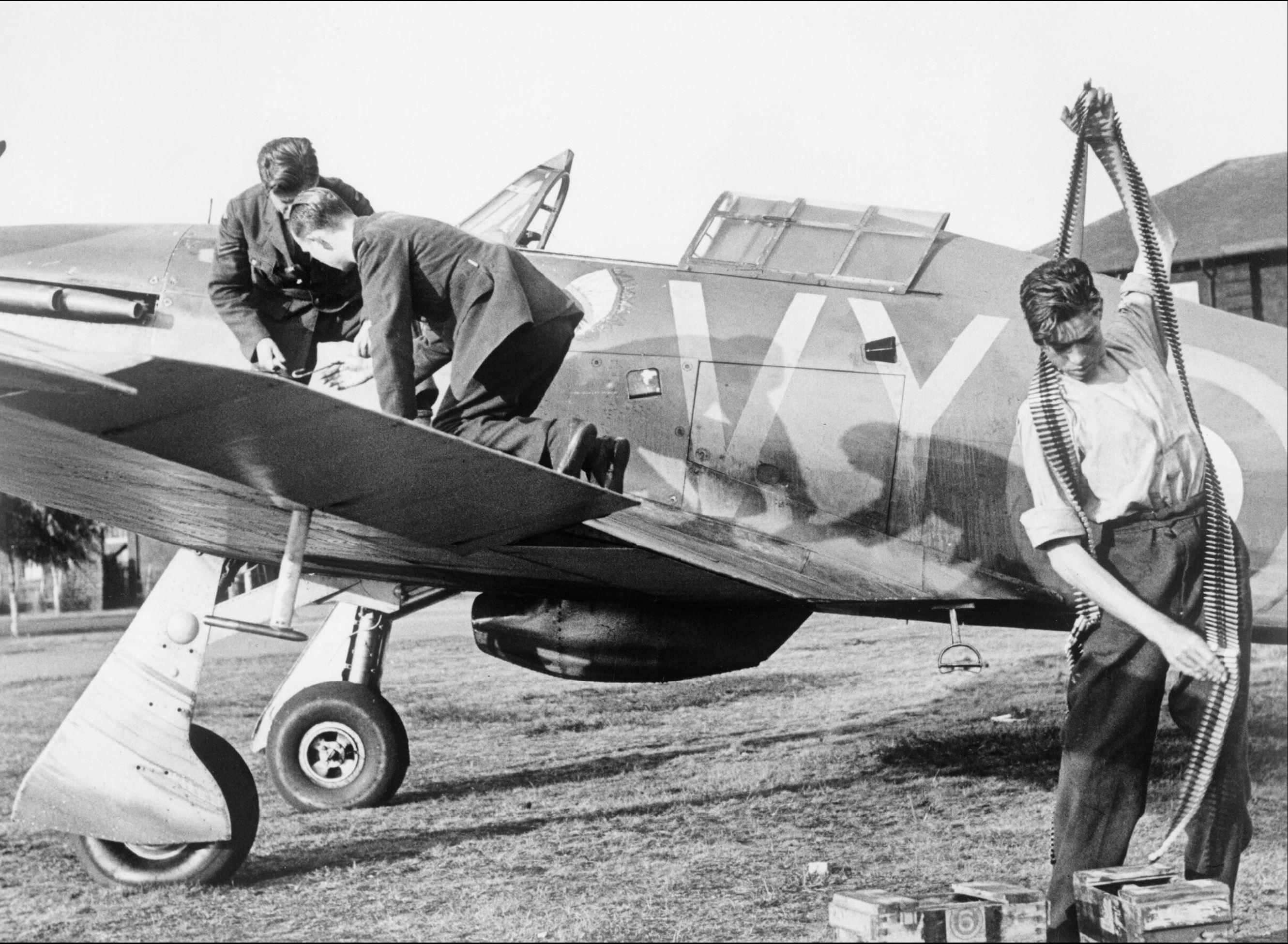 Hawker Hurricane I RAF 85Sqn VYR Albert G Lewis P2923 being rearmed Castle Camps Jul 1940 IWM HU54510