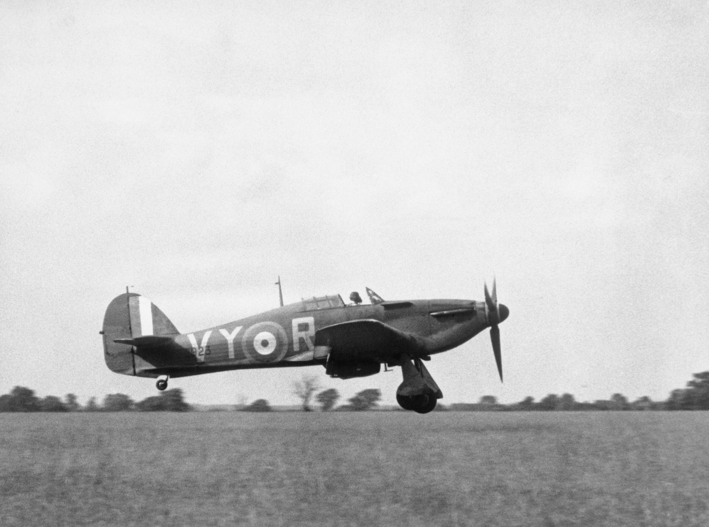 Hawker Hurricane I RAF 85Sqn VYR Albert G Lewis P2923 landing Castle Camps Jul 1940 IWM HU54416