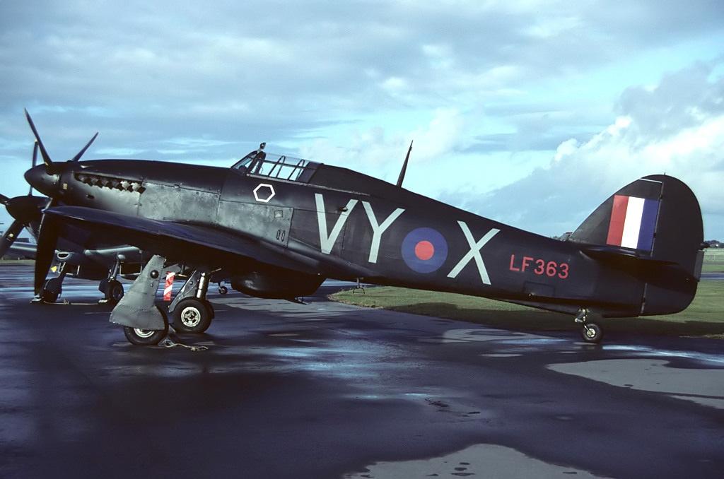 Hawker Hurricane II RAF 85Sqn VYX LF363 memorial flight 01
