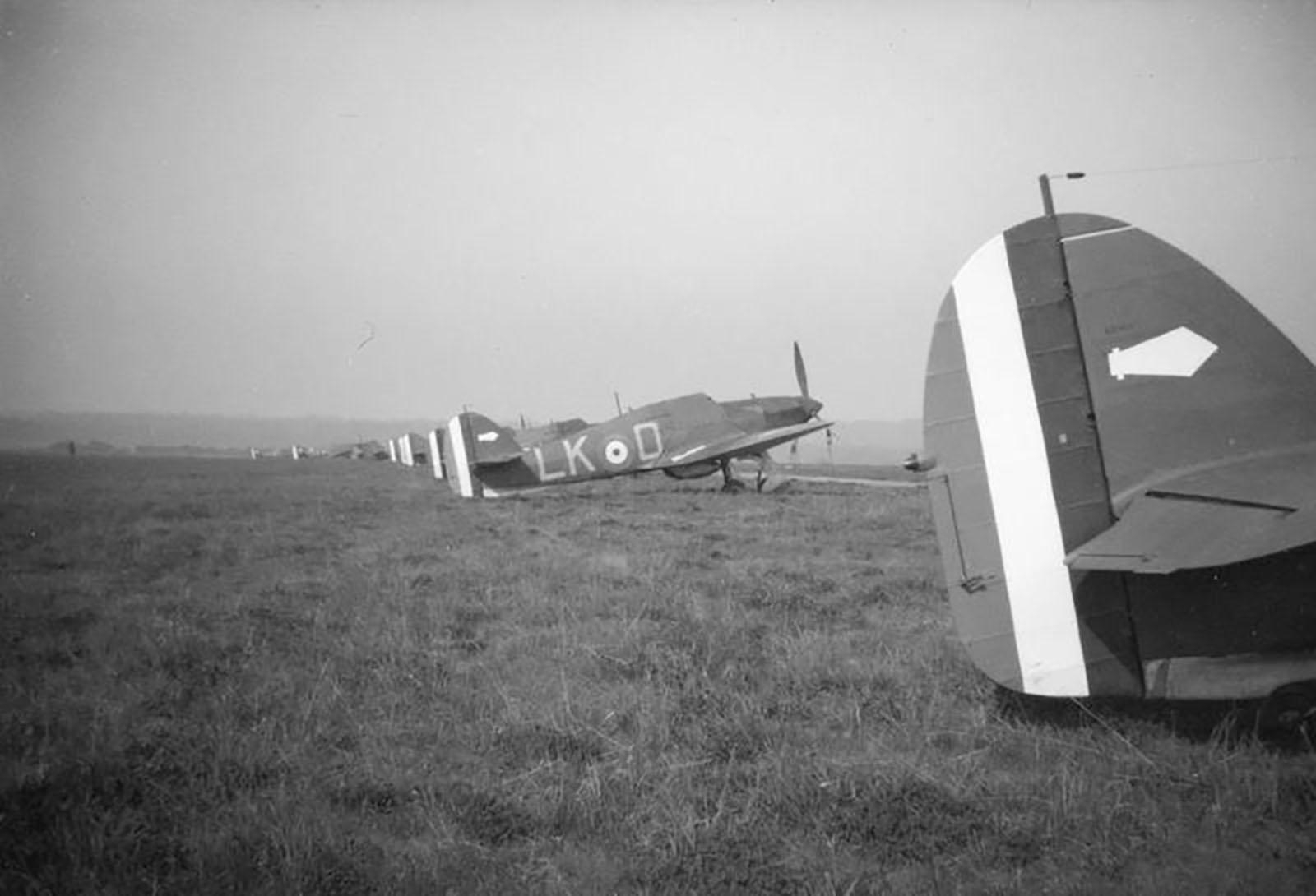 Hawker Hurricane I RAF 87Sqn LKD line up France 1939 01