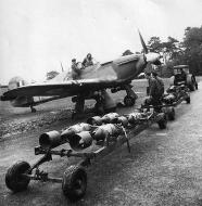 Asisbiz Hurricane IIb RCAF 402Sqn being bombed up at Warmwell England March 1942 01