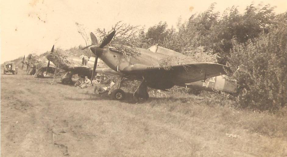 Hawker Hurricanes RRAF Esc 53 Rumania 1941 Petre Cordescu collection 01