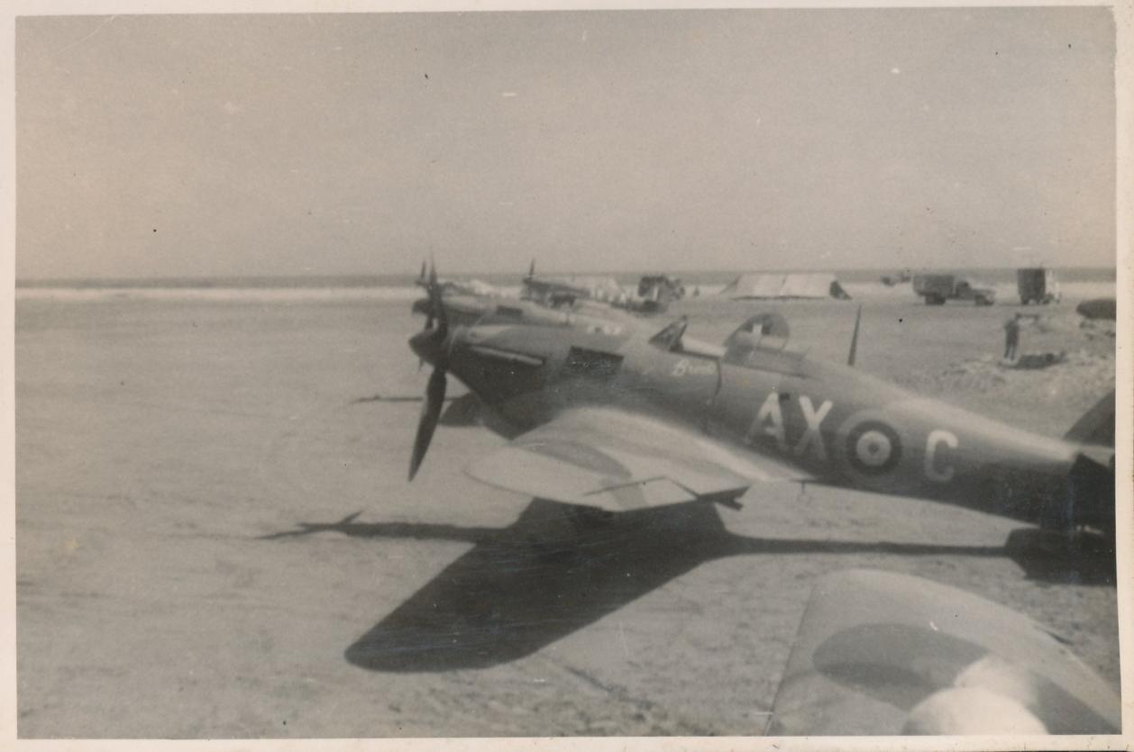 Hawker Hurricane IIb SAAF 1Sqn AXC North Africa 1942 02