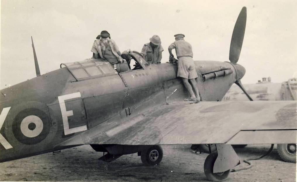 Hawker Hurricane IIb SAAF 1Sqn AXE 1942 01