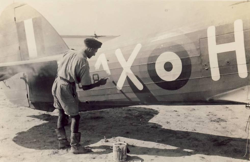 Hawker Hurricane IIb SAAF 1Sqn AXH 1942 01