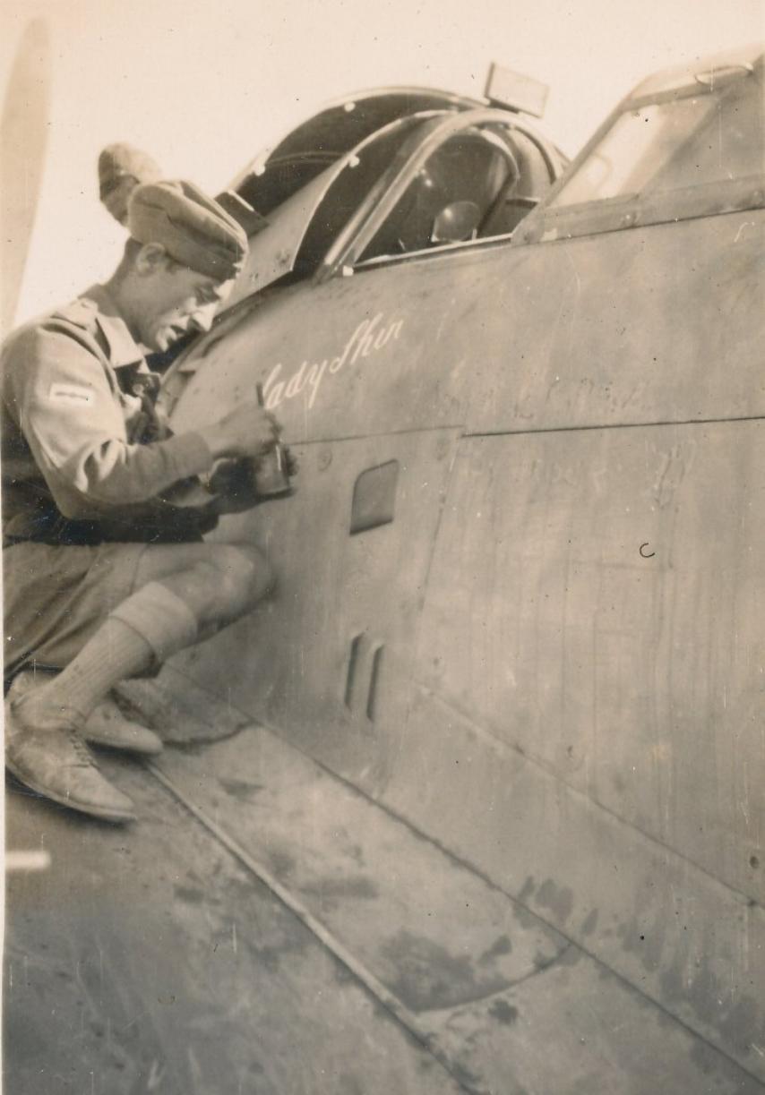Hawker Hurricane IIb SAAF 1Sqn AXK BD888 1942 04