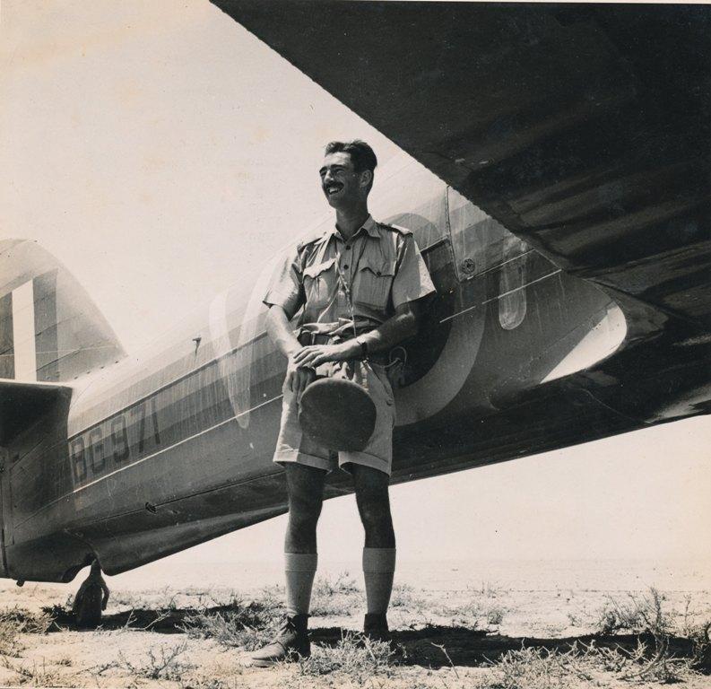 Hawker Hurricane IIb SAAF 1Sqn AXV BG971 1942 01