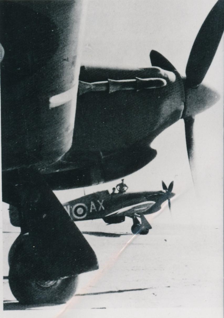 Hawker Hurricane IIb SAAF 1Sqn AXW BG764 Idku Egypt June 1942 01