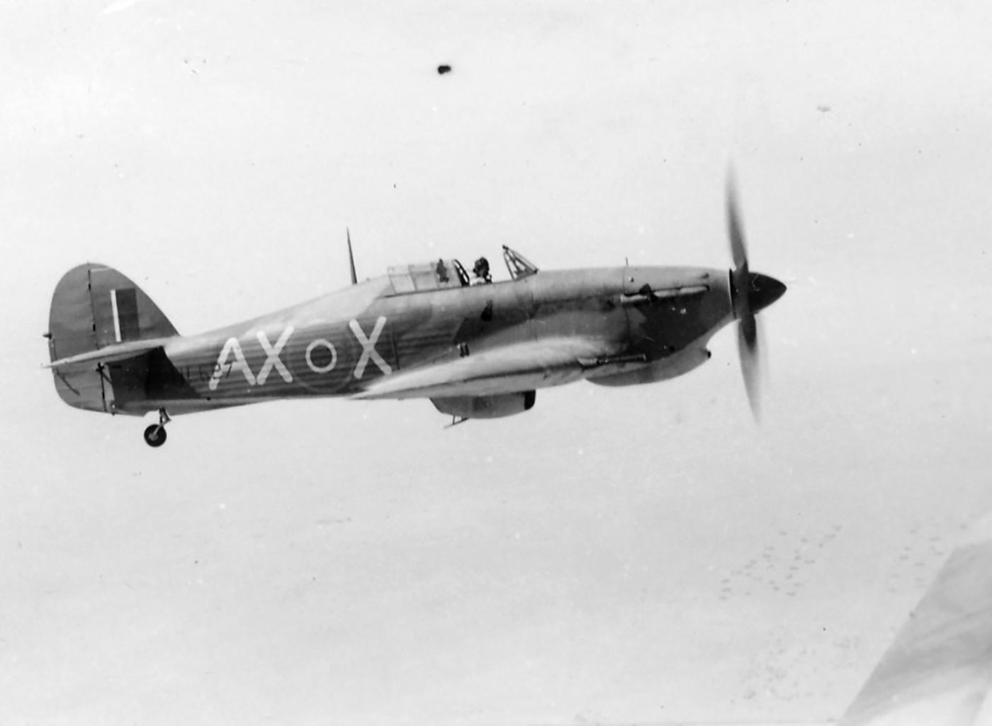 Hawker Hurricane IIb SAAF 1Sqn AXX Harry Gaynor HL527 note 20mm canon 1942 01