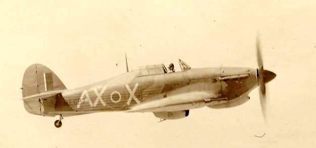 Hawker Hurricane IIb SAAF 1Sqn AXX Harry Gaynor HL527 note 20mm canon 1942 02