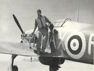 Asisbiz Hawker Hurricane IIb SAAF 1Sqn AXF North Africa 1942 01