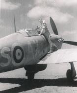 Asisbiz Hawker Hurricane IIb SAAF 1Sqn AXS North Africa 1942 01