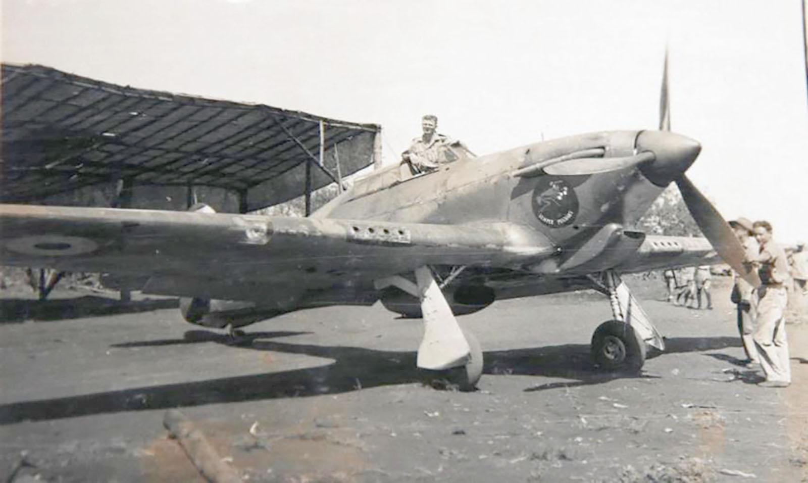 Hurricane I Trop SAAF 3Sqn J Bob Kershaw 284 Dagahbur Ethiopia East Africa March 1941 02