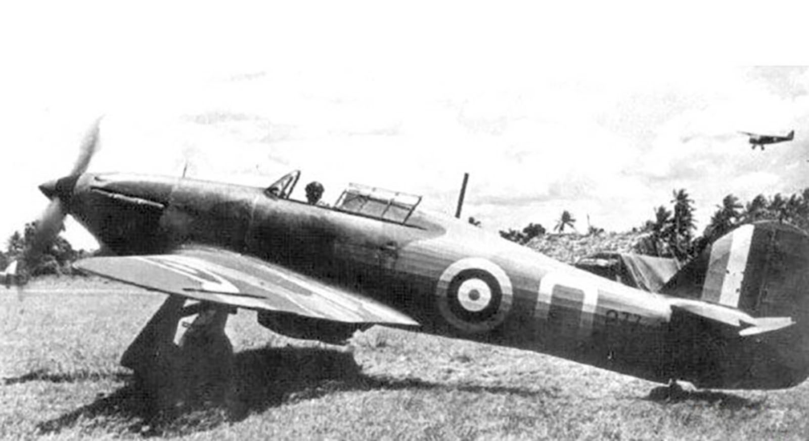 Hurricane I Trop SAAF 3Sqn Q 277 Kenya 1941 01