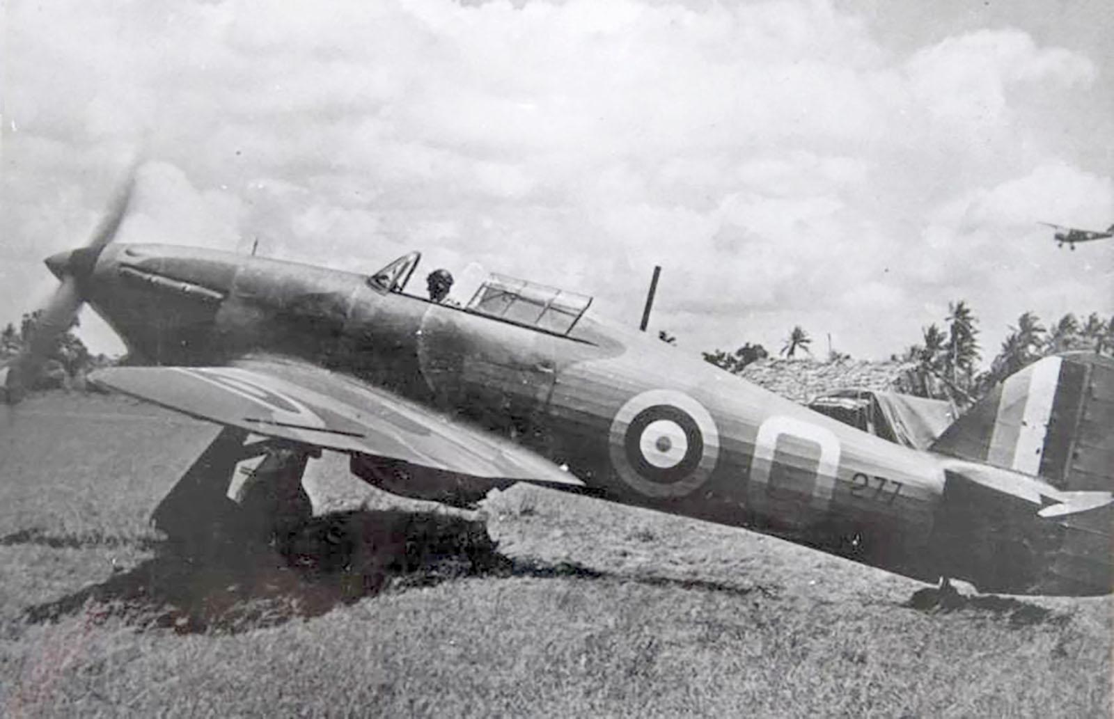Hurricane I Trop SAAF 3Sqn Q 277 fabric wings ex L1909 Port Reitz Kenya 1941 02