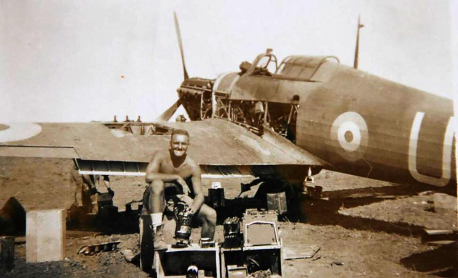 Hurricane I Trop SAAF 3Sqn U Bob Kershaw Dagahbur Ethiopia East Africa March 1941 03