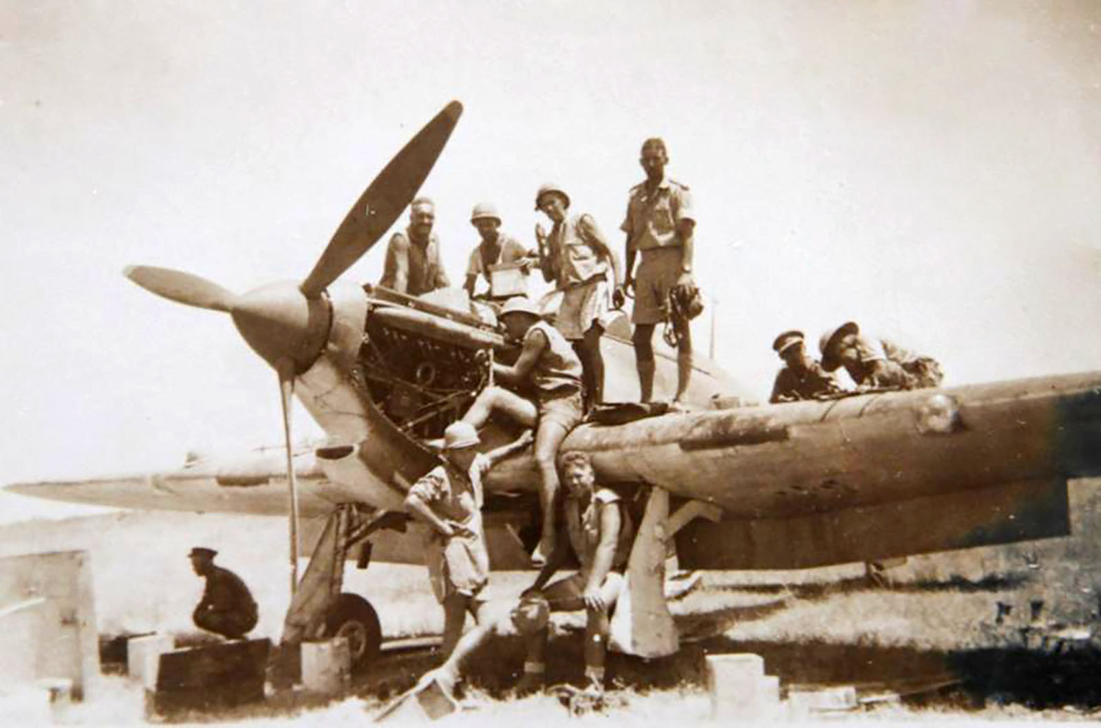 Hurricane I Trop SAAF 3Sqn U Bob Kershaw Dagahbur Ethiopia East Africa March 1941 05