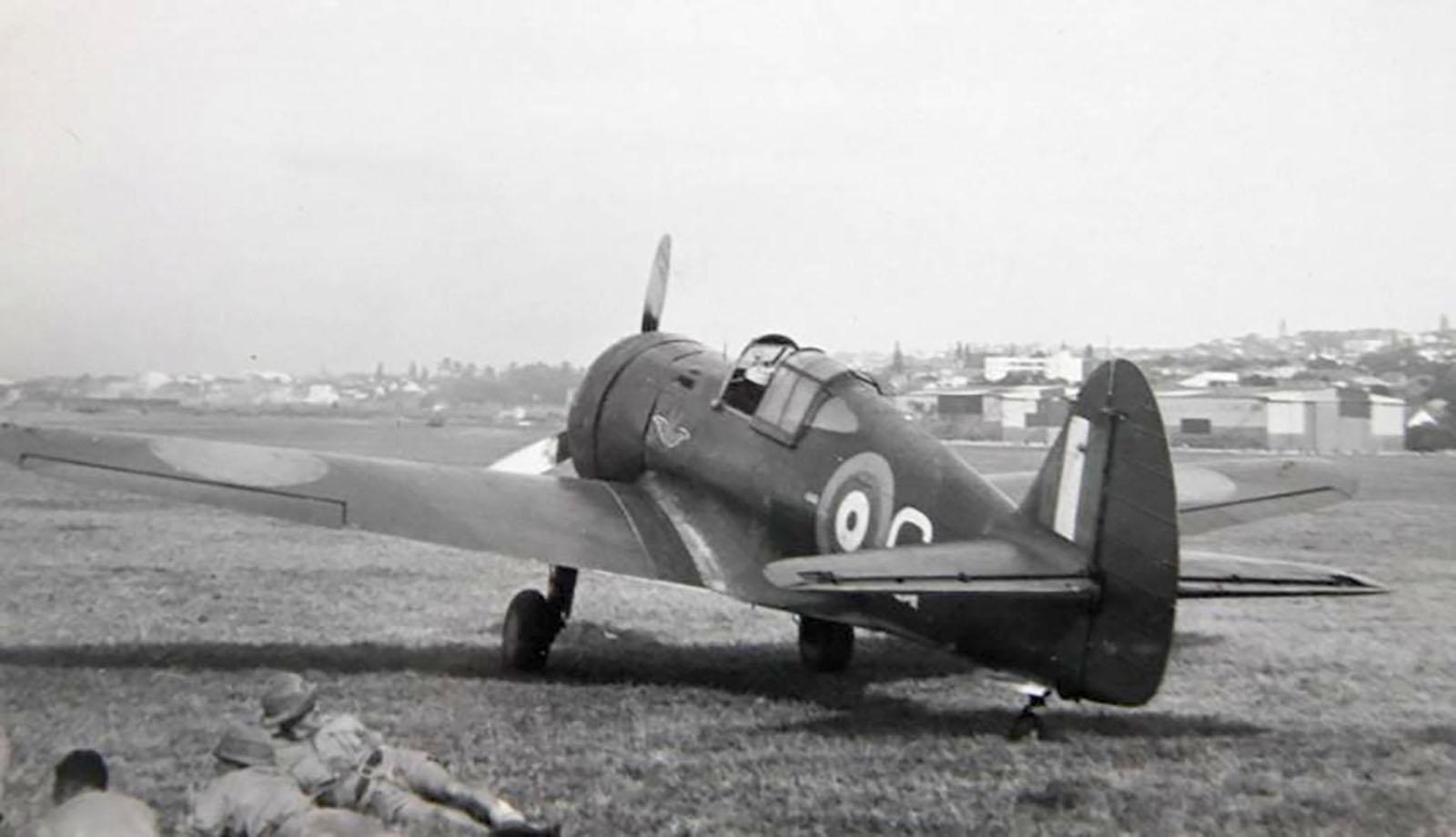 Mohawk IV SAAF 6Sqn White G Durban South Africa April 1942 01.jpg